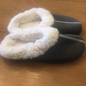 Never Worn Isotoner Slippers(7.5-8)